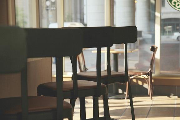 ショッピングモールのカフェで商品を買ったのにベビーカー入店を拒否された話