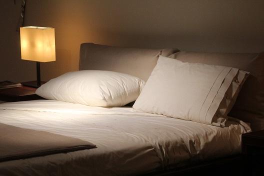 「夜なかなか寝室に行かない」を解決した我が家の方法