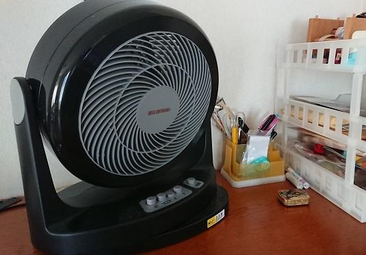 【電気代12分の1の節約術】冬の部屋干しはサーキュレーターで乾燥機いらず!