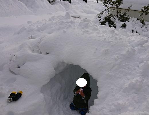大雪とかまくら